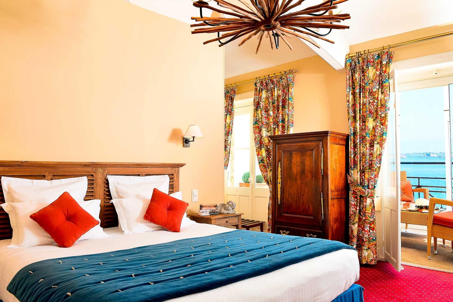 hotel dinard offres sp ciales hotel villa reine hortense. Black Bedroom Furniture Sets. Home Design Ideas
